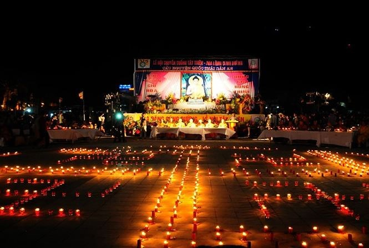 Ùn tắc kinh hoàng, nghìn người chôn chân tại chỗ sau lễ hội hoa đăng ở Tam Đảo