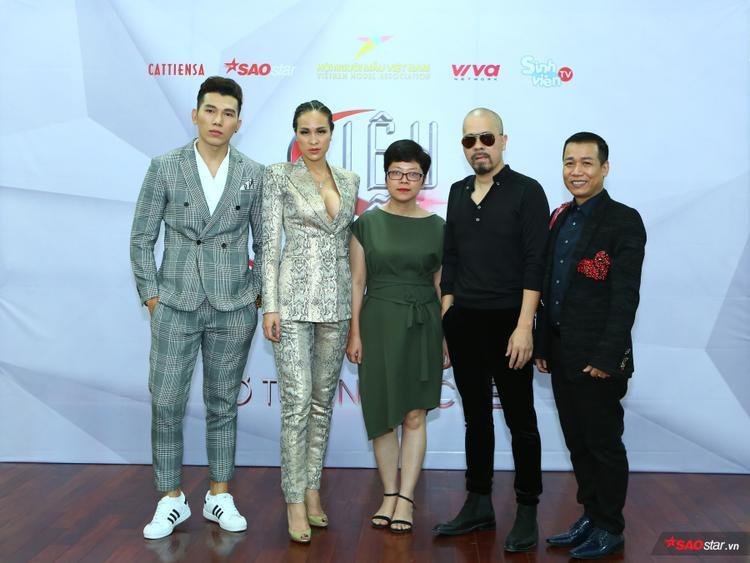 Hội đồng BGK ngày tuyển sinh: Nam vương Ngọc Tình, siêu mẫu Phương Mai, nhà báo Thu Trang, NTK Đức Hùng, chuyên gia Hoàng Ngọc Sự.