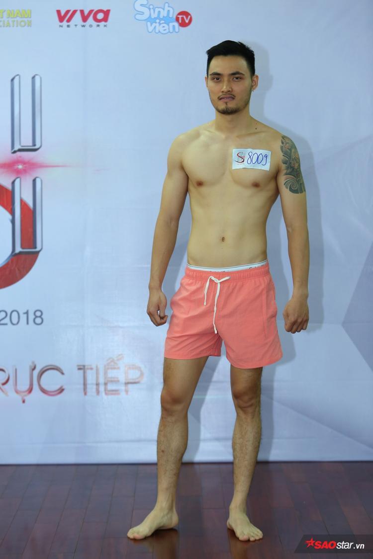 Gây chú ý không kém trong buổi casting là thí sinh Nguyễn Tiến Dũng, sinh năm 1991, chiều cao 1m86.