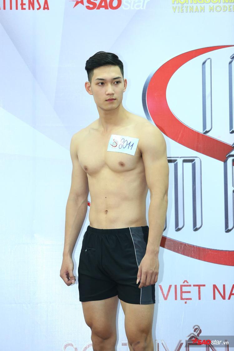 Nguyễn Anh Tú, sinh năm 1998 là chàng trai nổi bật từ vòng online Siêu mẫu Việt Nam 2018.