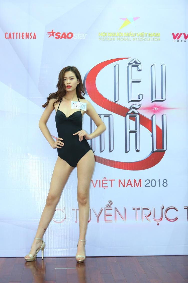 Bản sao Hoa hậu Hương Giang diện bikini nổi bật giữa dàn người mẫu ở casting Siêu mẫu VN