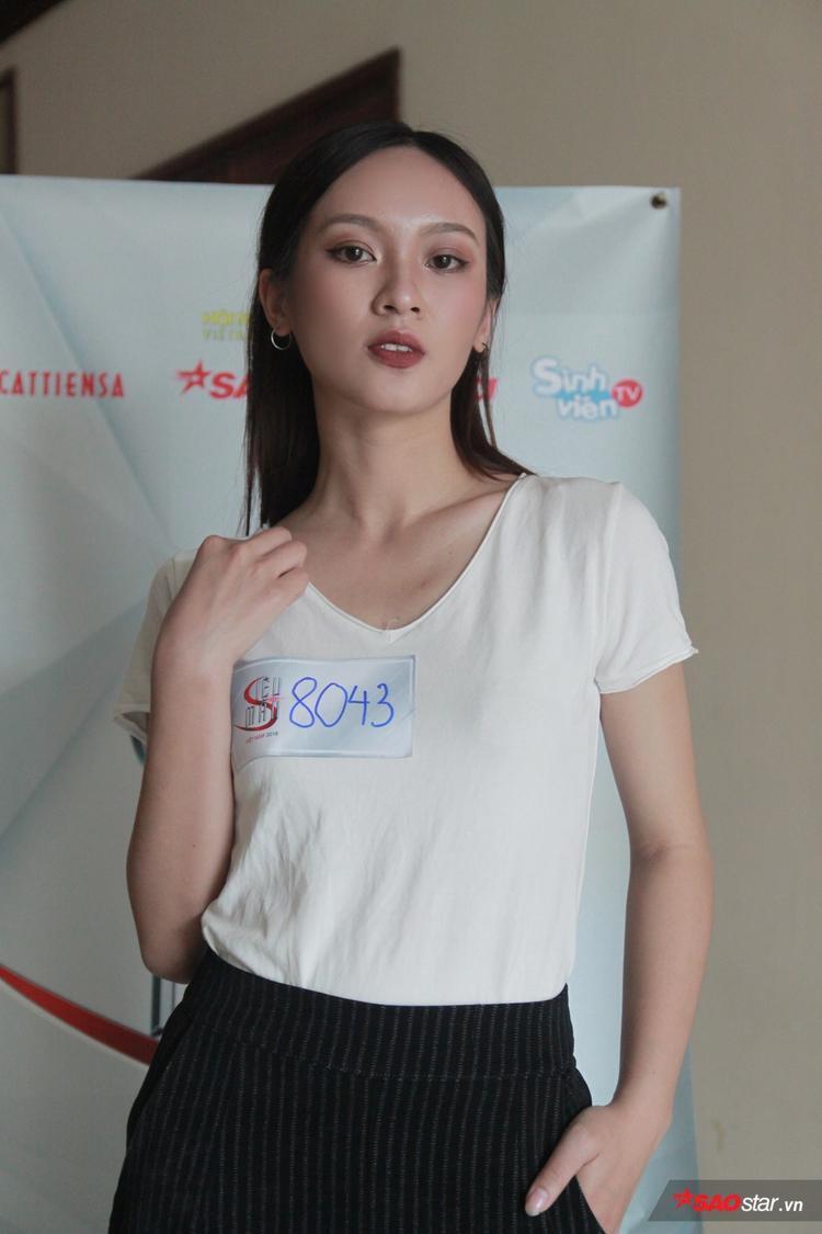 Sở hữu chiều cao 1m72, người đẹp sinh năm 1998 cũng là một trong những gương mặt nổi bật tại vòng tuyển sinh trực tiếp.Bắt đầu nghề người mẫu mới 6 tháng nhưng Thuý Quỳnh cho biết cô rất đam mê với làng thời trang Việt.