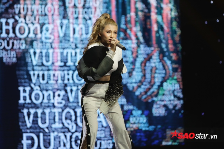 Phần biểu diễn kết hợp rap, edm và vũ điệu sôi động khiến sân khấu bùng nổ.