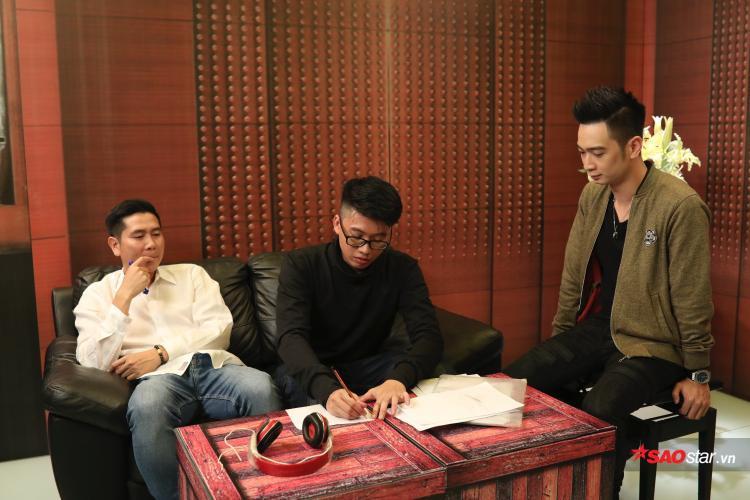 Đã có đề tài ấn tượng, Tuấn Anh được HLV Hồ Hoài Anh định hướng cách phát triển giai điệu.