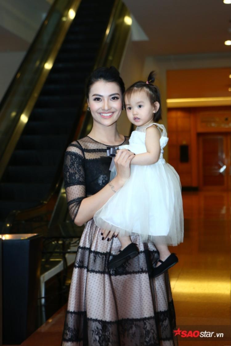 Hồng Quế và con gái.
