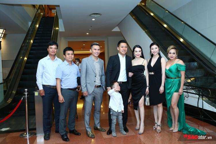 Tuấn Hưng, MC Phan Anh cùng dàn sao Việt đến chúc mừng đám cưới Khắc Việt