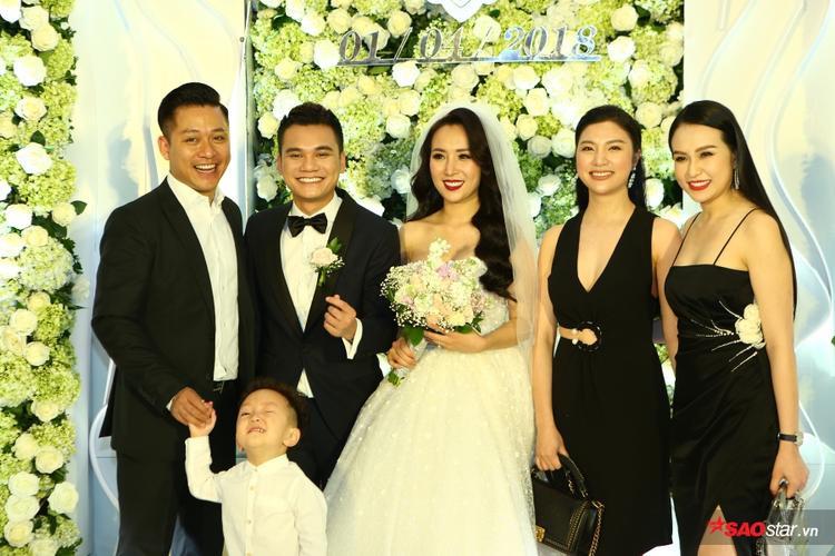 Vợ chồng Tuấn Hưng, con trai Su Hào và Hạnh Sino, Tú Dưa tới chung vui cùng Khắc Việt - DJ Thanh Thảo.