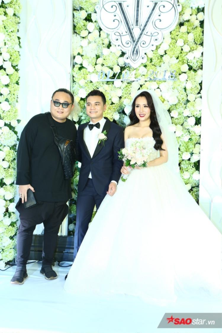 FatB violin chụp ảnh cùng vợ chồng Khắc Việt.