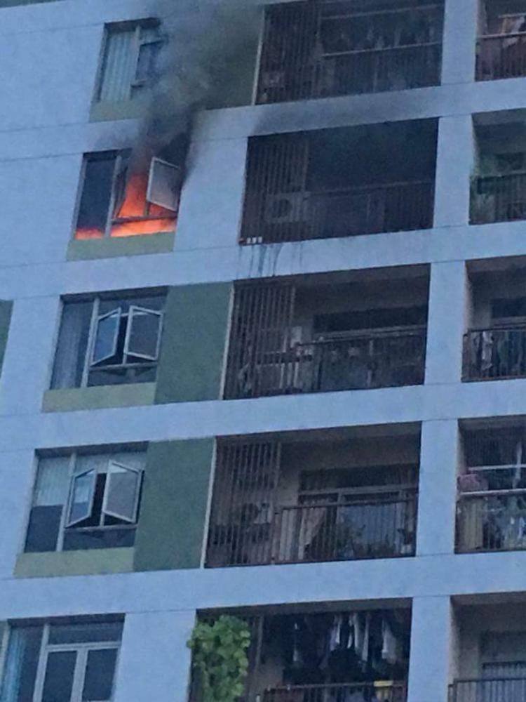 Only C hốt hoảng khi chung cư bất ngờ bốc cháy