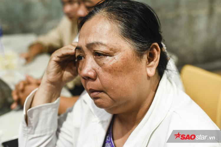 """Cô Ly (61 tuổi, mẹ anh Nhân) nói: """"Nhân nó tỉnh dậy rồi! Như một phép màu vậy…"""""""