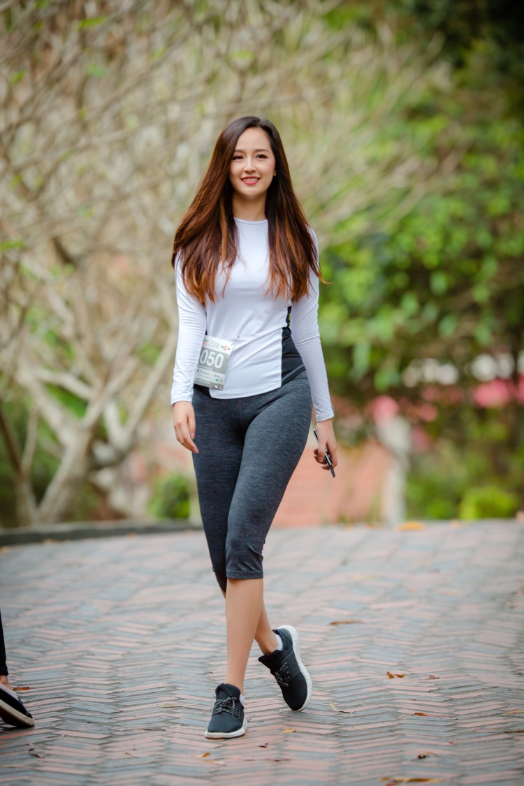 Mai Phương Thuý giản dị chạy bộ trong một chiến dịch từ thiện.