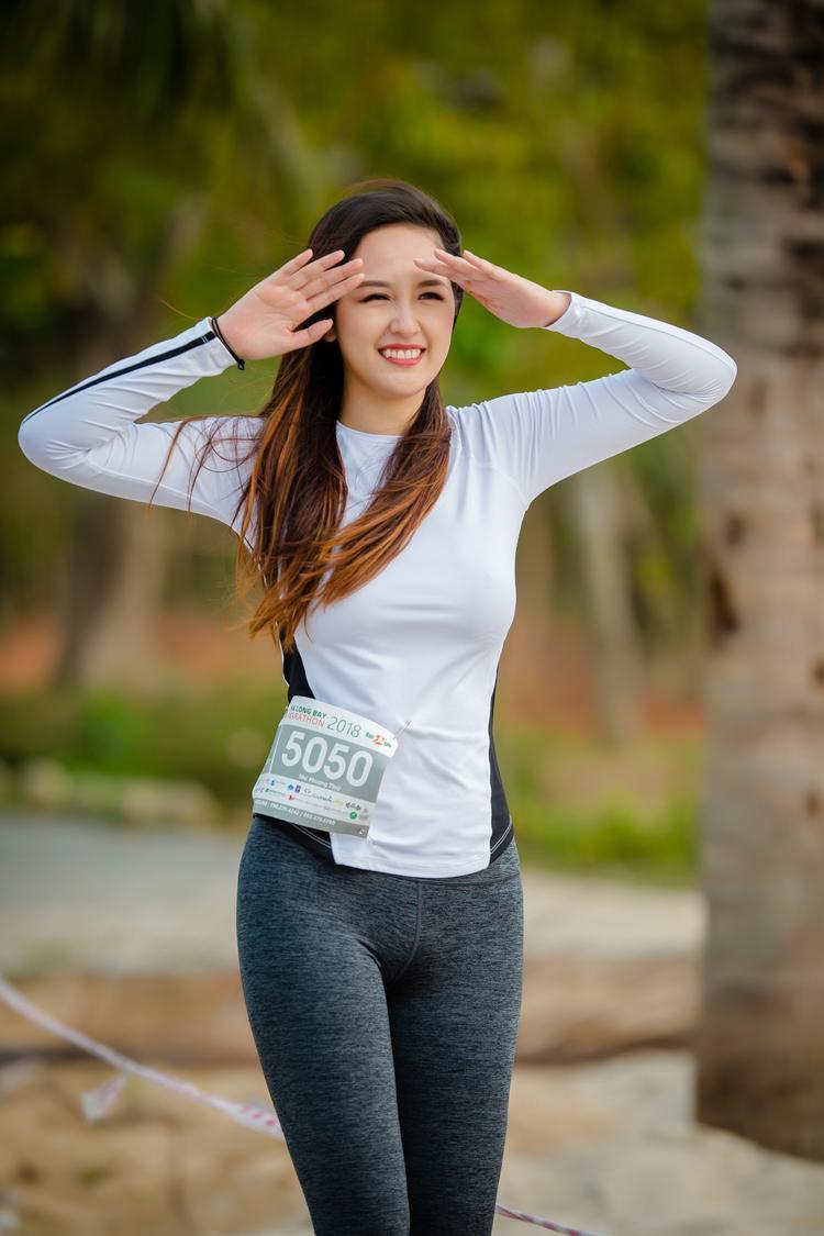 Hoa hậu Mai Phương Thuý khoe vẻ đẹp rạng rỡ trong buổi chạy marathon