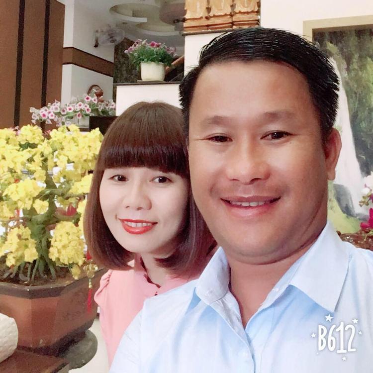Hậu phương vững chắc của HLV Đinh Hồng Vinh là người vợ hiền.