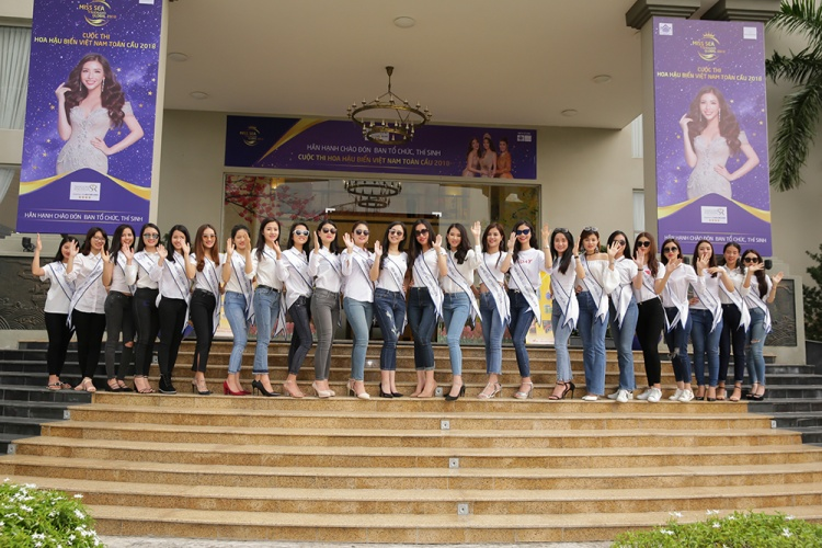 Các thí sinh đã sẵn sàng cho đêm bán kết Hoa hậu biển Việt Nam toàn cầu 2018.