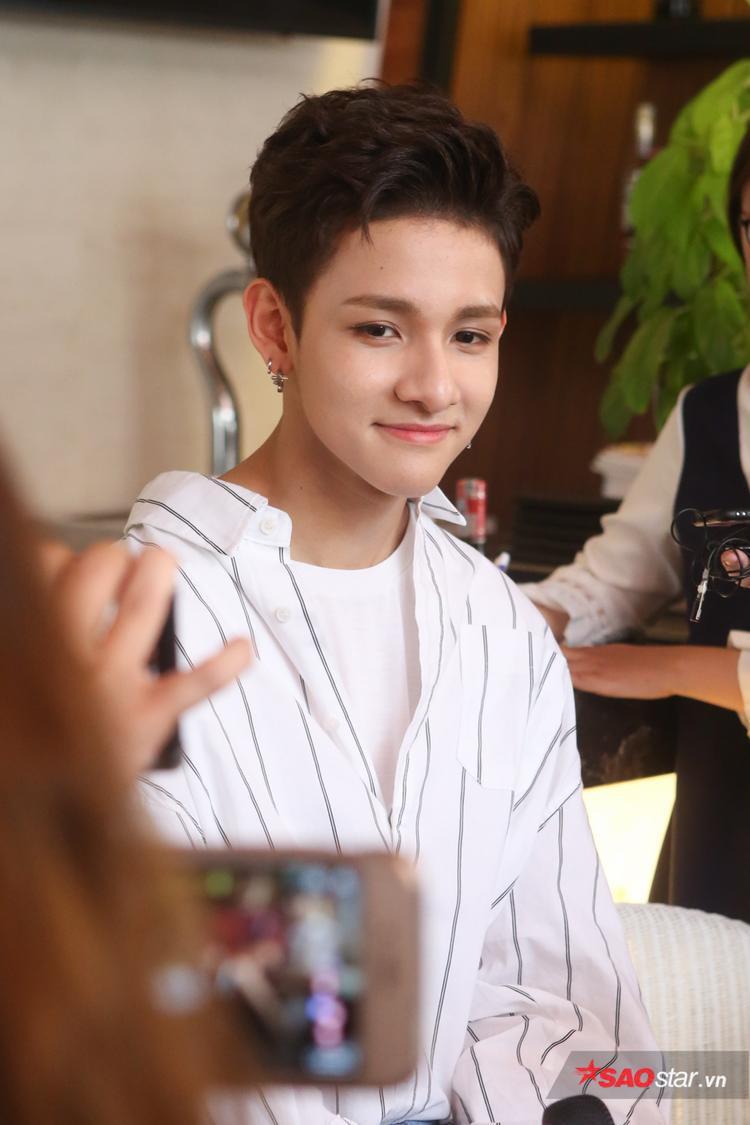 Mặc dù trượt suất debut cùng Wanna One nhưng Samuel vẫn sở hữu lượng fan hùng hậu, luôn nhiệt tình ủng hộ các sản phẩm của anh chàng.