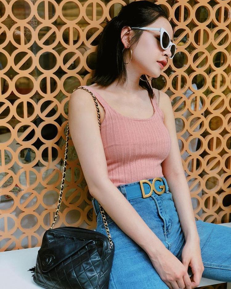 Phong cách tạo dáng của Chi Pu cũng ngày một quyến rũ và đằm thắm hơn.
