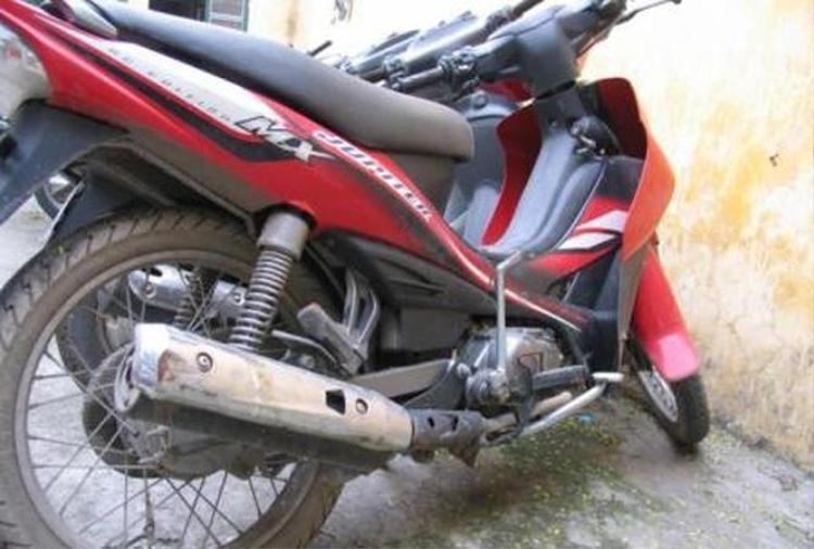 Lấy trộm được chiếc xe đạp, đối tượng bỏ quên cả xe máy.