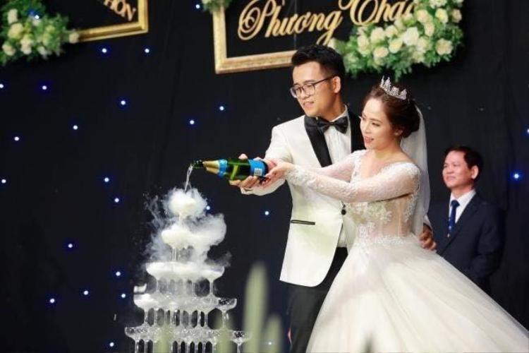 Cặp đôi trai tài - gái sắc hạnh phúc trong ngày cưới. Ảnh: Vietnamnet.