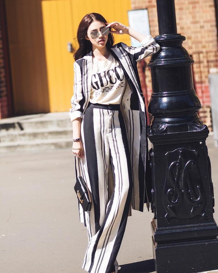 Jolie Nguyễn không hể chịu kém cạnh trong khoảng chơi hàng hiệu, người đẹp khiến tín đồ thời trang chẳng thể rời mắt khi diện cả cây Gucci thời thượng.