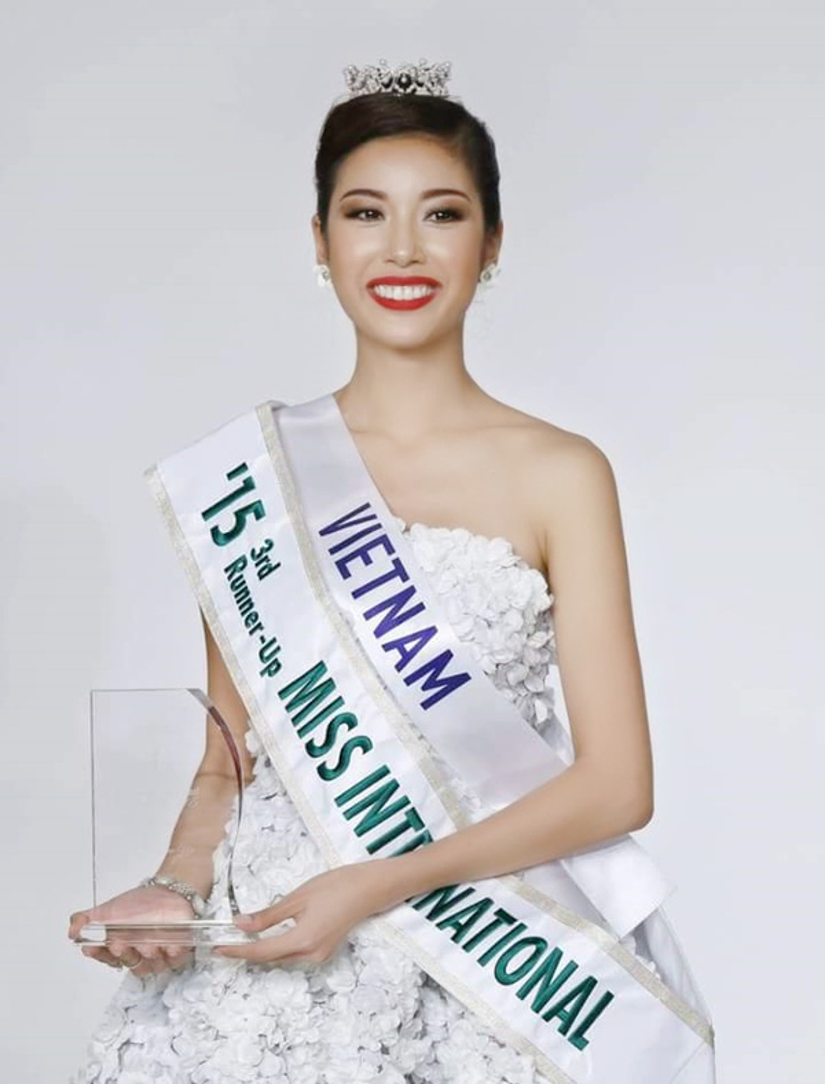 Á hậu 3 Miss International 2015 của Á khôi 1 Thúy Vân.