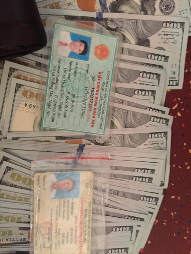 Số tiền cùng giấy tờ tùy thân hành khách bỏ quên.