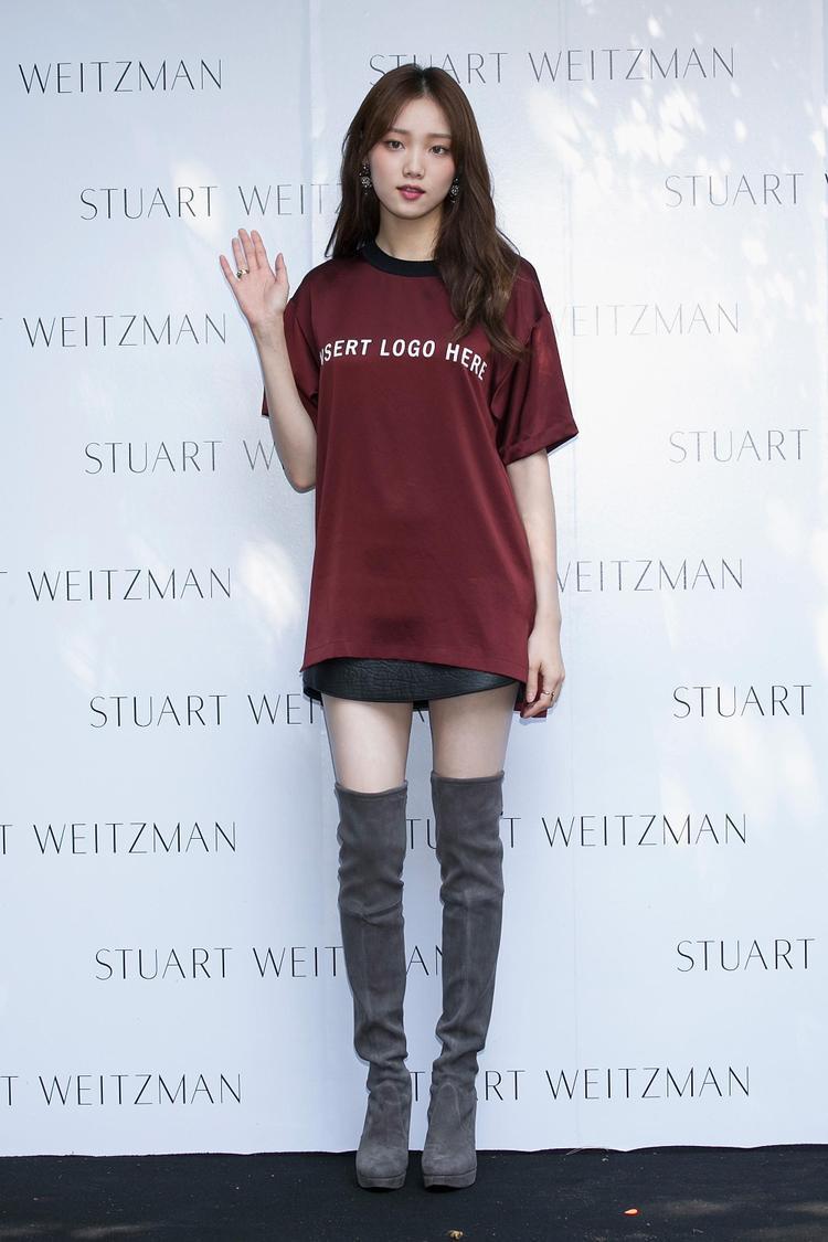Lee Sung Kyunglà diễn viên, người mẫu 28 tuổi. Nổi bật từ bộ phim truyền hình Cheese in the Trap và Doctors, sau đó cô tiếp tục thành công vang dội khi tham gia bộ phim Weightlifting Fairy Kim Bok-joo.