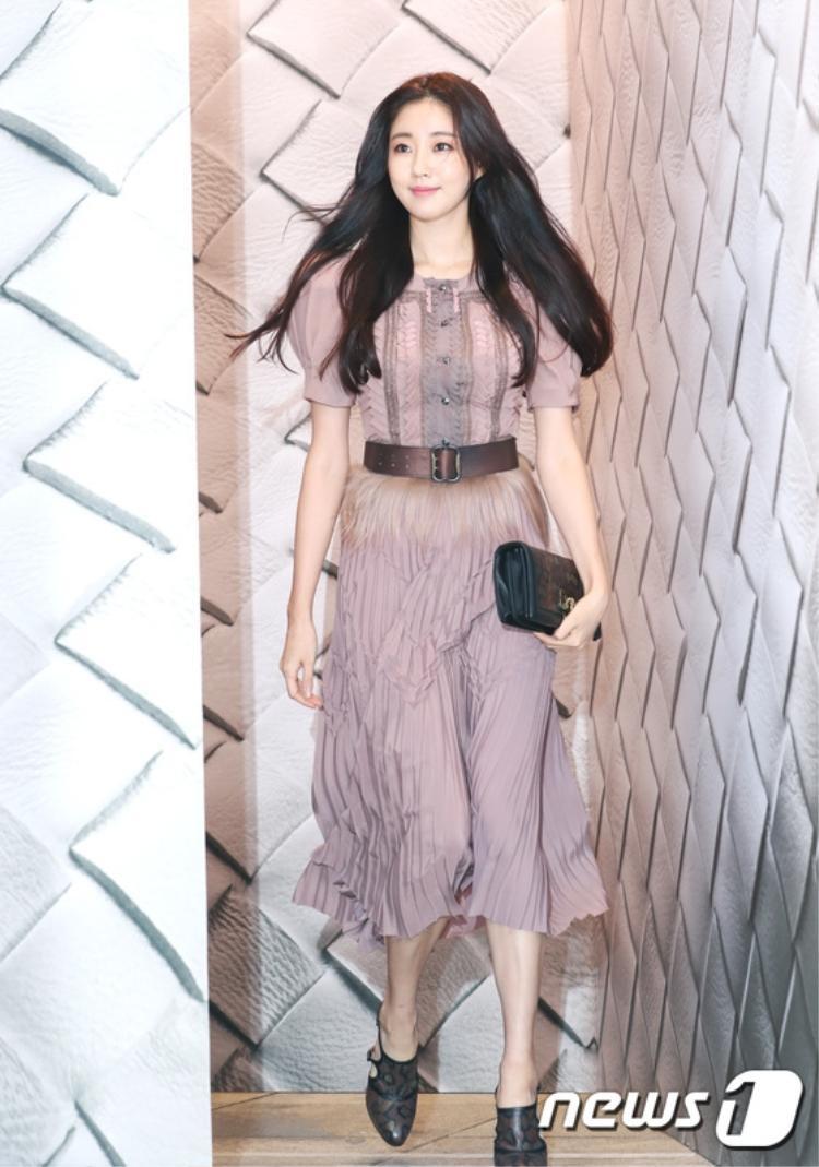 """Ngọc nữ"""" 40 tuổi - Kim Sa Rang có chiều cao là 1.73m, và từng đoạtđược danh hiệu Hoa hậu Hàn Quốc năm 2000, ngay sau đó cô bắt đầu sự nghiệp diễn viên."""