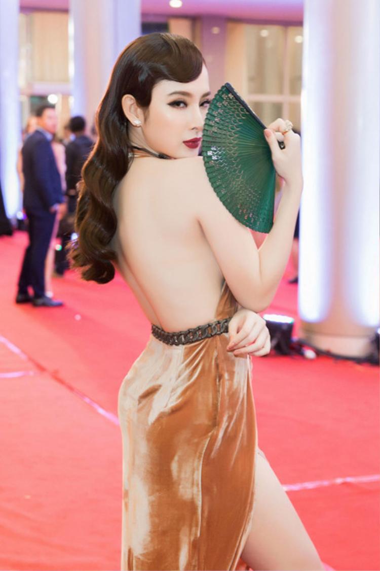 Nhờ chăm chỉ tập luyện, vóc dáng của Angela Phương Trinh hiện tại không hề thua kém bất kỳ người đẹp nào trong showbiz.