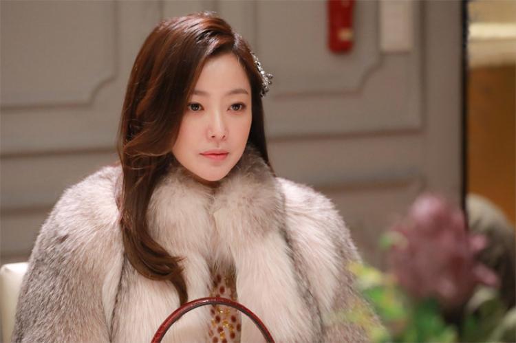 Nữ diễn viên 40 tuổi - Kim Hee Sun.