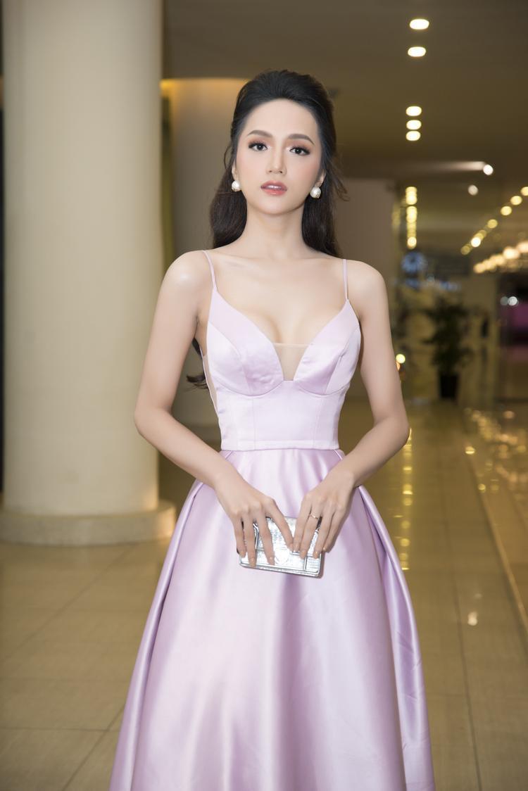 Tân Hoa hậu Hương Giang sẽ là một trong những khách mời đặc biệt của đêm nhạc.