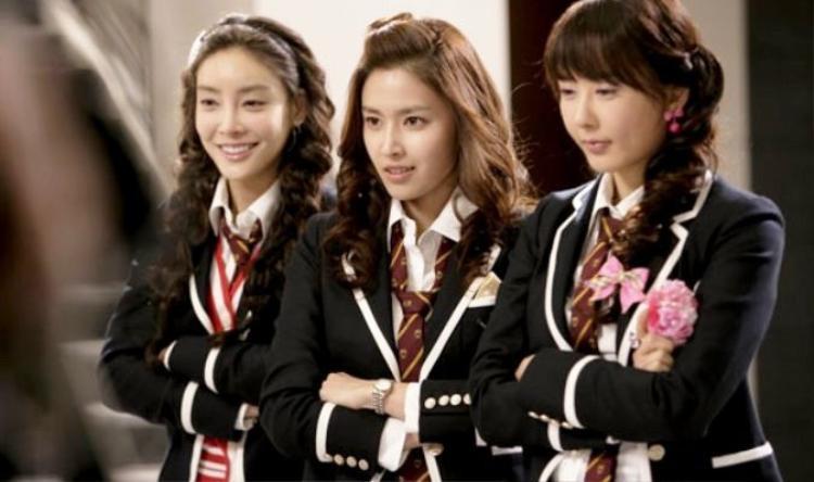 """Jang Ja Yeon (ngoài cùng bên trái) từng đảm nhận vai phụ trong phim truyền hình""""Vườn sao băng""""."""