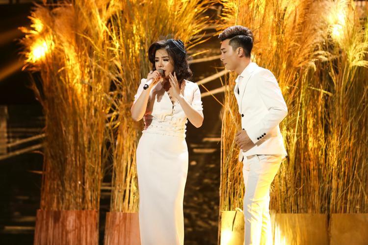 Phần dàn dựng hoành tráng cũng là điểm cộng khiến minishow team Quang Lê trở nên thú vị hơn cả.
