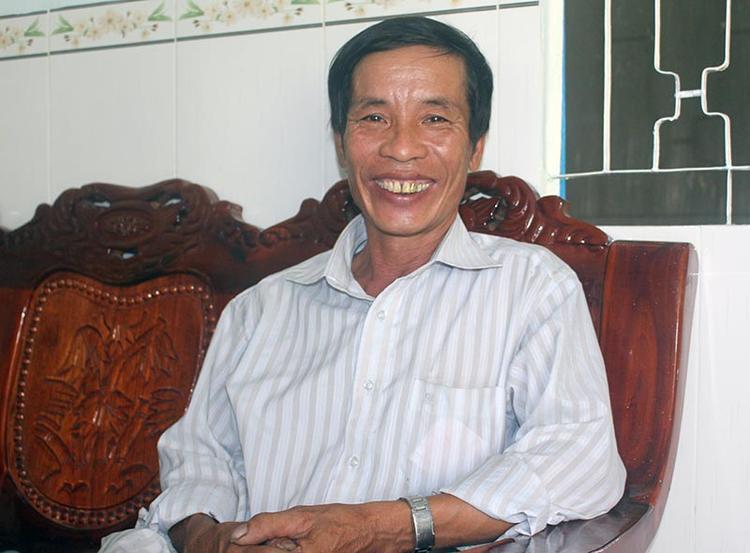 """Ông Lê Tấn Thành (tự Mười Hên) - """"người hùng"""" giải cứu 11 người dân Cần Thơ bằng chiếc máy cưa trong sự cố sập cầu."""