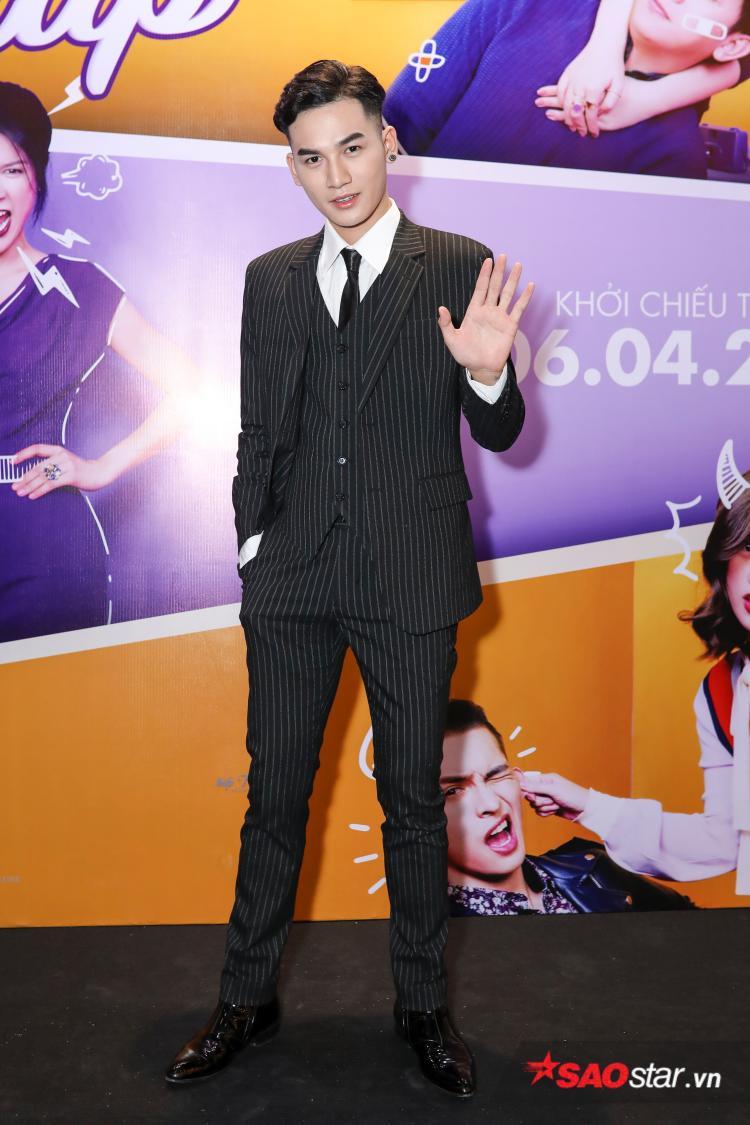 Nam ca sĩ Ali Hoàng Dương xuất hiện trẻ trung trong sự kiện.