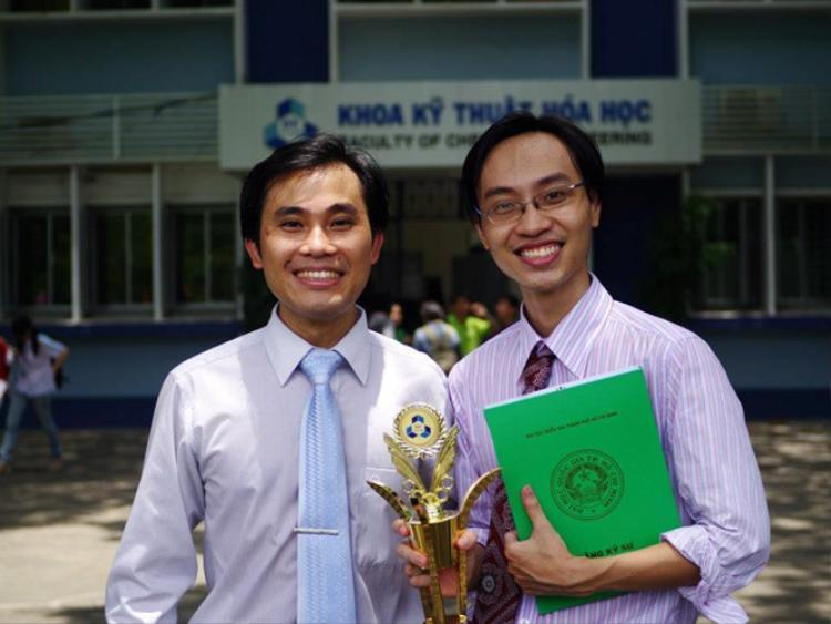 GS.TS Phan Thanh Sơn Nam (bên trái)