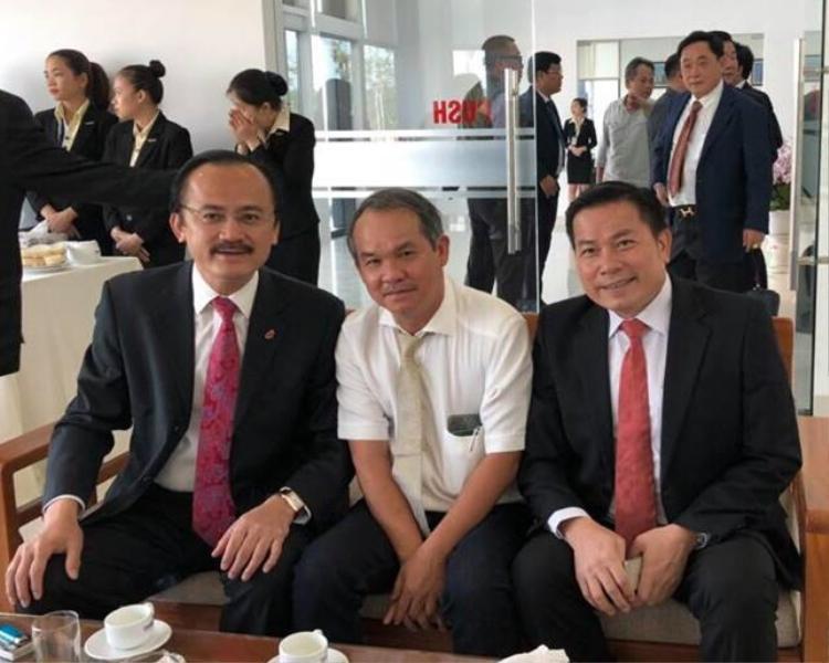 Bầu Thắng, bầu Đức (hai người tính từ trái sang phải) sẽ gặp bầu Tú vào ngày 12/4 tại TP.HCM.