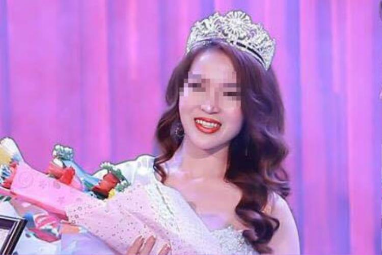 Phạm Thị Thanh Hiền khi lên nhận giải Hoa khôi thời trang Việt Nam 2017 được tổ chức hồi tháng 2. Ảnh: Zing.