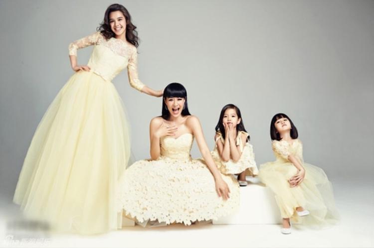 Cuộc hôn nhân chóng vánh của Chung Lệ Đề đã tặng cho cô một thiên thần lai -Yasmine (góc trái). Càng lớn cô bé càng xinh đẹp không thua kém bà mẹ nổi tiếng.