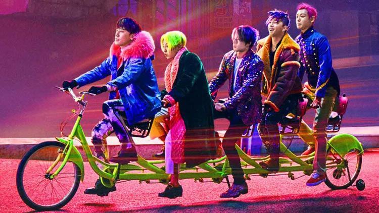 Ca khúc được phát hành ngay ngày thành viên Daesung nhập ngũ (13/3), tuy không quảng bá rầm rộ nhưng Flower Road vẫn công phá liên hoàn nhiều bảng xếp hạng trong và ngoài nước.