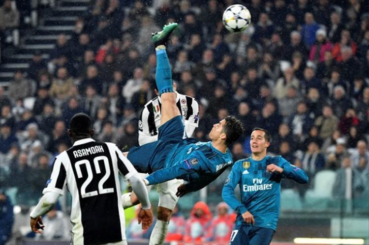 Pha ngả người móc bóng ghi bàn của Ronaldo.