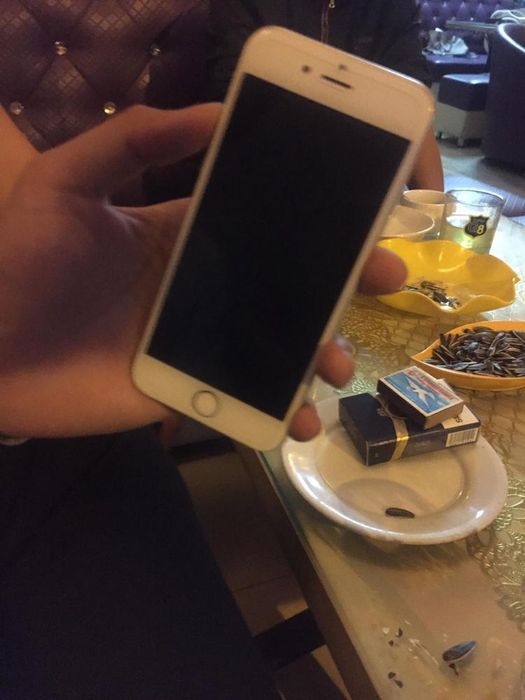Chiếc điện thoại còn nguyên vẹn sau khi nam thanh niên mang đến trả.