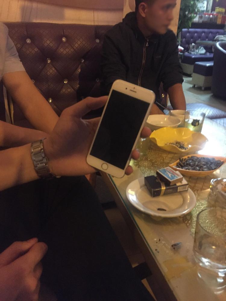 P.A. cho biết, bản thân rất ân hận sau khi có hành động lấy chiếc điện thoại trên.