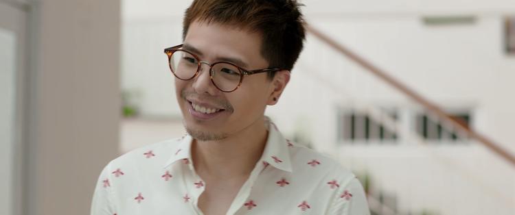 """Ca sĩ Trịnh Thăng Bình trong phim remake """"Ông ngoại tuổi 30""""."""