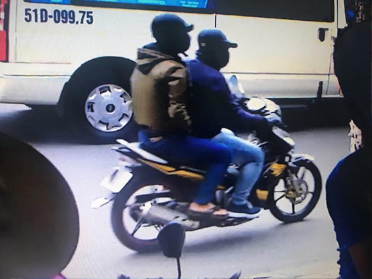 Hai tên cướp bị camera khu vực nhận dạng.