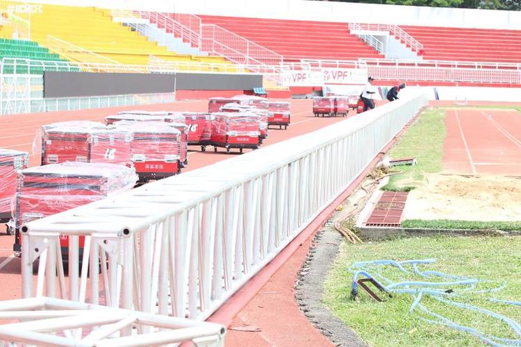 Sân Thống Nhất được nâng cấp trong mấy ngày qua.
