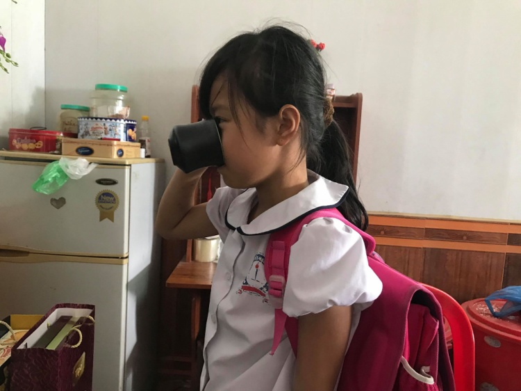 Cô giáo bắt học sinh súc miệng bằng nước giặt rẻ lau bảng khiên dư luận bức xúc.