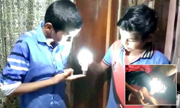 Bất cứ bộ phận nào của cơ thể Abu chạm vào đèn LED cũng có thể làm đèn phát sáng.
