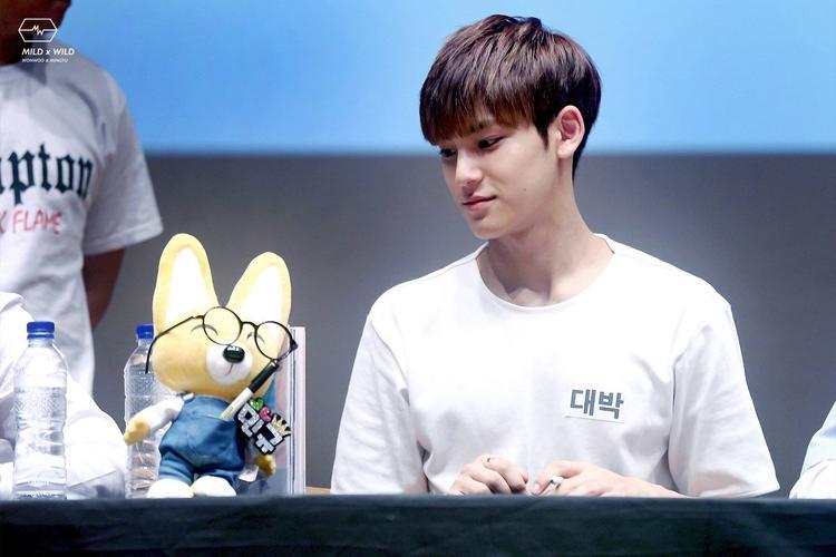 Dù đang rất tập trung cho ca hát nhưng MinGyu vẫn ôm mộng trở thành diễn viên, gần đây anh chàng đã được thủ một vai nho nhỏ trong bộ phim sitcom tại… Thái Lan.