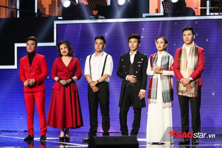 Với chủ đề Sân ga tình buồn, team Quang Lê khiến khán giả sống trọn trong từng khoảnh khắc mini liveshow của mình.