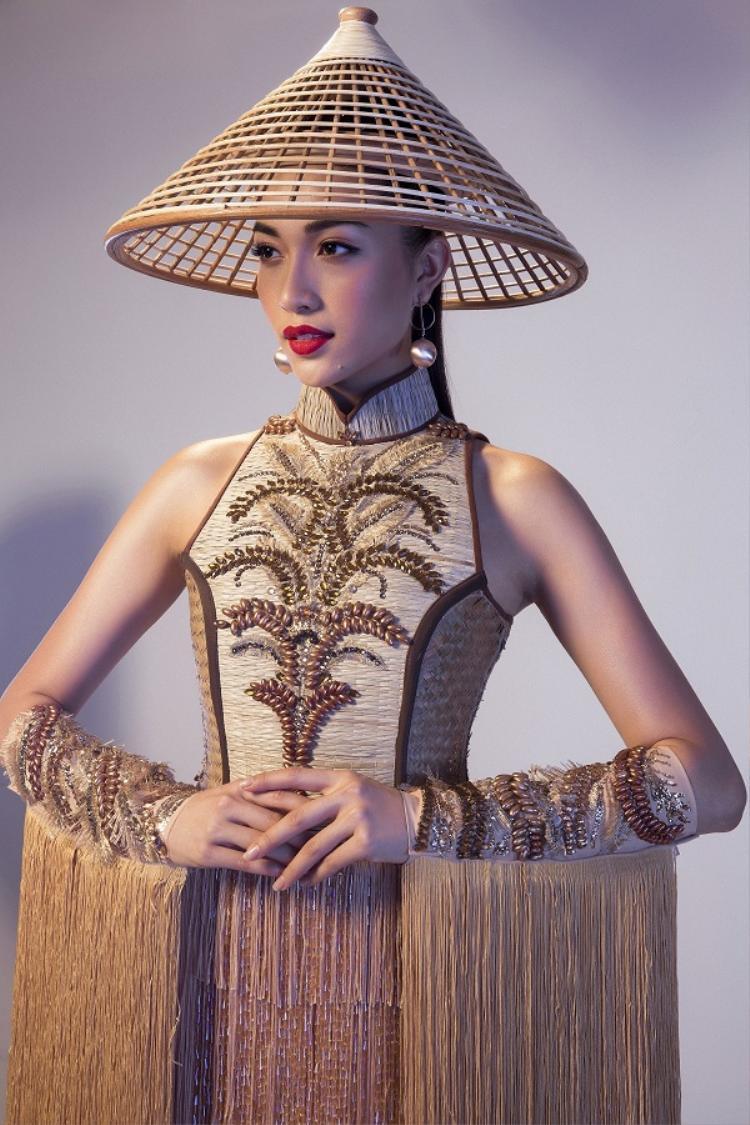 Ngay từ khi nằm trên bản vẽ,Nàng Mâyđã được đánh giá làmột tác phẩm độc đáo với ý tưởng sáng tạo mang tính văn hóa và giá trị thẩm mỹ cao. Cuối cùng bộ quốc phục này nằm trong top 4 trang phục dân tộc đẹp nhất tại Miss Universe 2016.